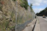 Použití pevnostního plotu z Maccaferri sítě na ochranu dálnice.