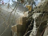 Odstranění skalního masivu pomocí rozřezání vodním paprskem.