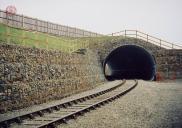 Sanační opatření portálu železničního tunelu pomocí dvouzákrutových gabionů Maccaferri.