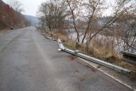 Detail odstranění ohrožených součástí komunikace, v tomto případě demontáž silničních svodidel.
