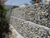 Opěrná zeď realizovaná ze systému CUBIROCK.