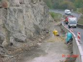 Zabrání jednoho jízdního pruhu pomocí betonových svodidel.